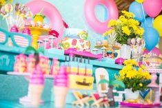 Hoje é dia de Pool Party! Aqui em Recife, o calor é grande. Mas quem disse que isso é empecilho? A Mamãe prendada da Júlia (amiguinha da minha filha desde a época do berçário) fez do calor um motivo a mais para tornar a festinha mais criativa e combinando com o nosso clima. Uma Pool Party em um clube, com…