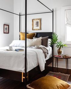 You can decorate guest bedrooms without neglecting their cosy sides. A guest bedroom can still look stylish. We have 30 cosy guest bedroom ideas in the . Read Cozy Guest Bedroom Ideas 2020 (For Your Inspiration) Modern Canopy Bed, Metal Canopy Bed, Canopy Beds, King Size Canopy Bed, Home Interior, Interior Design, Interior Ideas, Interior Plants, Interior Modern