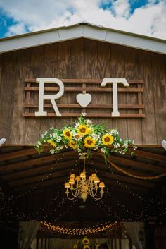 But with an O & C 😍 Southern Rustic Barn Wedding Sunflower Wedding Decorations, Barn Wedding Decorations, Wedding Flowers, Sunflower Weddings, On Your Wedding Day, Wedding Tips, Wedding Planning, Dream Wedding, Wedding Images