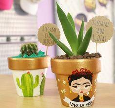Painted Plant Pots, Painted Flower Pots, Flower Pot Crafts, Clay Pot Crafts, Cute Crafts, Diy Crafts, Succulent Pots, Small Succulents, Cactus Flower