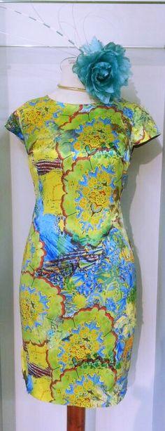Vestido de fiesta y cóctel realizado en una elegante seda estampada! #partydresses #vestidosdefiesta #bodas http://www.scalacostura.com