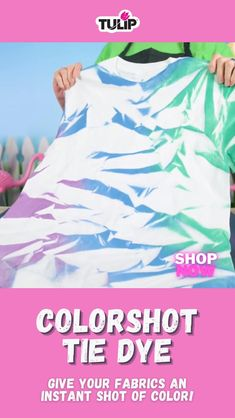 Give your fabrics an instant shot of beautiful color with this easy to use fabric spray paint! Diy Tie Dye Shirts, Diy Shirt, Tye Dye, Rit Tie Dye, Diy Tie Dye Techniques, Fabric Spray Paint, Tie Dye Party, Tie Dye Crafts, How To Tie Dye