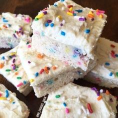 BIRTHDAY CAKE PROTEIN BLONDIES – No Excuses Nutrition