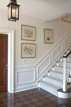 House Tour: Leta Austin Foster - great floor, great staircase, great paneling, and wonderful wallpaper/painting? fabulousness everywhere! Source by kirafuerstenberg wallpaper Hallway Decorating, Interior Decorating, Interior Design, Stair Paneling, Panelling, Round Stairs, Painted Staircases, Carpet Staircase, Hallway Lighting