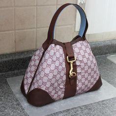 designer purse cakes | Learn How To Make Purse Cake in Designer Handbag Cakes, on Craftsy!