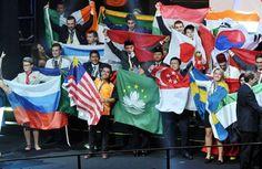 Malasio gana medalla de oro en World Skills Sao Paulo 2015. Visite nuestra página y sea parte de nuestra conversación: http://www.namnewsnetwork.org/v3/spanish/index.php  #nnn #bernama #malasia #malaysia #saopaulo #brasil #brazil #peluqueria #hair #competencia