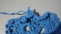 TAPETE RETANGULAR RENDADO EM CROCHÊ COM PASSO A PASSO Diy And Crafts, Crochet Necklace, Marie, Crochet Rug Patterns, Totes, Needlepoint, Blue Prints, Crochet Collar