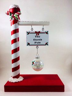 Grinch Christmas Decorations, Christmas Wood Crafts, Personalized Christmas Ornaments, Diy Christmas Ornaments, Christmas Projects, Simple Christmas, Christmas Themes, Holiday Crafts, Christmas Holidays