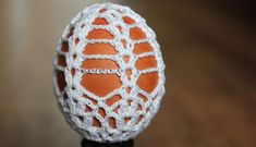 postup na hackovane vajce Happy Easter, Easter Bunny, Easter Eggs, Thread Crochet, Crochet Crafts, Easter Crochet Patterns, Crochet Snowflakes, Christmas Tree Ornaments, Hand Embroidery