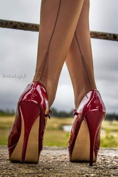 No longer Support for SubmitPics in case of a Copyright violation and trouble with this! Selection of special Heels for my eyes. I'm interested to see nice heels at nice thin legs. Pantyhose Heels, Stockings Heels, Nylon Stockings, Hot Heels, Sexy Legs And Heels, Nice Heels, Red High Heels, High Heel Boots, Talons Sexy