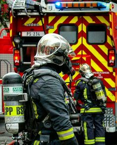FEATURED POST @sebaflore1972 - Personnel du PS 234 en manoeuvre incendie au centre de secours du Plessis-Clamart. by me . ___Want to be featured? _____ Use #chiefmiller in your post ... http://ift.tt/2aftxS9 . CHECK OUT! Facebook- chiefmiller1 Periscope -chief_miller Tumblr- chief-miller Twitter - chief_miller YouTube- chief miller . #firetruck #firedepartment #fireman #firefighters #ems #kcco #brotherhood #firefighting #paramedic #firehouse #rescue #firedept #theberry #feuerwehr #br...