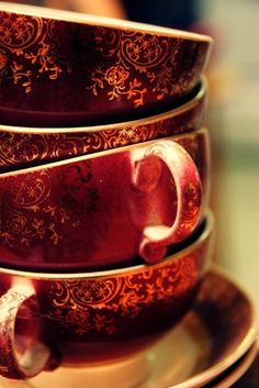 Marsala Pantone Color of the Year 2015 - vintage tea cups Marsala, Lizzie Hearts, Café Chocolate, The Rouge, Design Seeds, My Cup Of Tea, Shades Of Red, Coffee Break, Tea Set