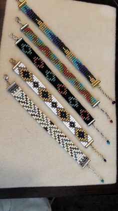 off loom beading techniques Loom Bracelet Patterns, Bead Loom Bracelets, Bead Loom Patterns, Beaded Jewelry Patterns, Friendship Bracelet Patterns, Beading Patterns, Friendship Bracelets, Beading Ideas, Bead Loom Designs