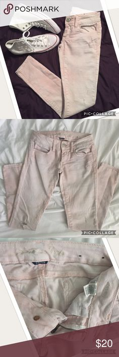 """🌸HP🌸 American Eagle light pink jegging jeans Light pink jeggings in size 00 regular.  29"""" inseam.  Stretch fabric, destroyed look on knees and near front pocket.  Wash is light pink with a faded tie-dye look, very cute for spring!  Closet to a blush color than pink.  Excellent condition! American Eagle Outfitters Jeans Skinny"""