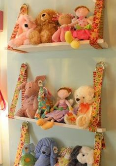 Nice idea for displaying and organizing stuffed animals. Nice idea for displaying and organizing stuffed animals. Nice idea for displayin Organizing Stuffed Animals, Stuffed Animal Storage, Stuffed Animal Holder, Storing Stuffed Animals, Bees Knees, Toy Boxes, Kid Spaces, Small Spaces, Getting Organized