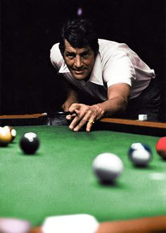 Excellent photo of Dean Martin playing pool Hollywood Stars, Classic Hollywood, Old Hollywood, Hollywood Boulevard, Dean Martin, Billiards Pool, Jerry Lewis, American Singers, Comedians