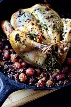 cooking time Rosemary Roasted Chicken with Roasted Grapes - Simple to make and the grapes make a wonderful sweet sauce! Turkey Recipes, Chicken Recipes, Rosemary Roasted Chicken, Roast Chicken, Stuffed Chicken, Pork Roast, Rotisserie Chicken, Fried Chicken, Roast Brisket