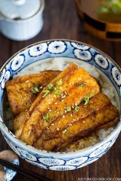 Then you must try this catfish kabayaki recipe, sweet and delicate tare sauce on top of tender juicy catfish and garnished with sesame seeds. Easy Japanese Recipes, Japanese Dishes, Japanese Food, Asian Recipes, Ethnic Recipes, Catfish Recipes, Seafood Recipes, Cooking Recipes, Dinner Recipes