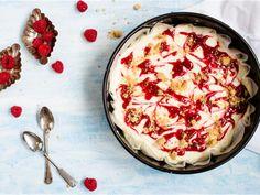 Naistenpäiväksi: juustokakku keksipinnalla Hummus, Camembert Cheese, Acai Bowl, Cheesecake, Baking, Breakfast, Ethnic Recipes, Sweet, Food