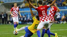 Intelectuais Balantas Na Diáspora : Jogo da Copa do Mundo, Pênalti marcado em Fred foi...