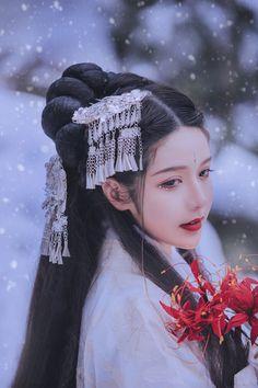 Chinese Clothing Traditional, Korean Traditional Dress, Traditional Art, Traditional Outfits, Kawaii Cosplay, Beautiful Fantasy Art, Japanese Characters, Blackpink Fashion, Ancient China