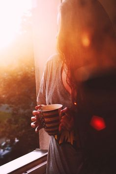 That first morning light, the fresh crisp air, the morning quiet and cup of coffee in hand. The best way to start any day :) Morning Light, Good Morning, Beautiful Morning, Morning Coffee, Coffee Mornings, Morning Sun, Early Morning, Autumn Cozy, Foto Pose