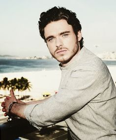 Reason #34561 I'm ready for winter to come: Richard Madden