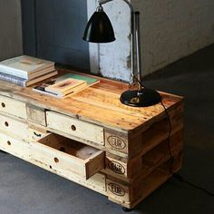 dresser made of old pallets - Pallet ideas Pallet Crates, Old Pallets, Recycled Pallets, Wooden Pallets, Pallet Wood, Diy Pallet, Diy Wooden Projects, Wooden Diy, Wooden Crafts