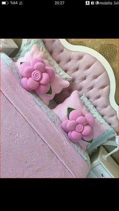 Cute Pillows, Diy Pillows, Throw Pillows, Diy Rose Pillow, Sewing Pillows Decorative, Diy Crochet Bag, Diy Craft Projects, Diy Crafts, Pillow Crafts