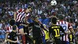 Juanfran lo intenta para el Atlético contra el Barcelona tras el descanso