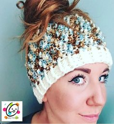 Crochet Free Pattern Free messy bun, ponytail hat crochet pattern with a fun nubby texture. - Free messy bun, ponytail hat crochet pattern with a fun nubby texture. Crochet Pony, Crochet Adult Hat, Crochet Beanie Pattern, Free Crochet, Crochet Patterns, Hat Patterns, Crochet Ideas, Crochet Projects, Womens Crochet Hats