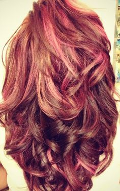 i absolutely love her hair length, volume, and color  it's like redish/brown mainly  with pink and few blonde highlights  it's gorgeous, I WANT THIS ! <3 this! this would be cute @Alecia Sloan Pearcy