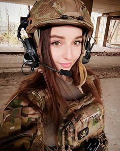 Deadly military women also deserve to fight for their country just like men. Woman have served in the military in greater number than before. Military services all open for both gender. Female Soldier, Warrior Girl, Military Women, Cute Asian Girls, Hot Girls, Girls Dpz, Girls Image, Girl Model, Airsoft