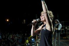 Love this photo of Jennifer Nettles in concert.