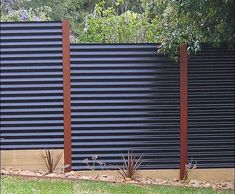 cheap privacy fencing ideas cheap dog fence ideas cheap fencing options cheap fence ideas for backyard cheap privacy fence options cheap privacy fence panels cheap fencing materials wood frame wire fence inexpensive yard fences affordable fencing ideas te Cheap Privacy Fence, Privacy Fence Designs, Backyard Privacy, Diy Fence, Backyard Fences, Garden Fencing, Cheap Fence Ideas, Backyard Landscaping, Pallet Fence