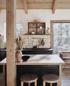 Western Style, Western Decor, Layout Design, Cocinas Kitchen, Stone Backsplash, Backsplash Design, Kitchen Backsplash, Kitchen Island With Seating, Island Kitchen