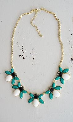 (http://www.shopconversationpieces.com/bee-mine-for-the-summer-statement-necklace/)