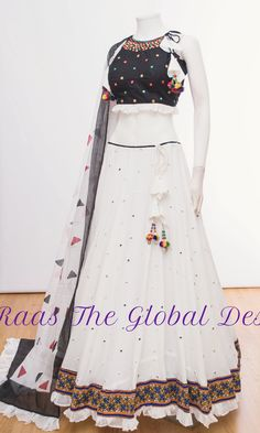 Party Wear Indian Dresses, Designer Party Wear Dresses, Indian Gowns Dresses, Dress Indian Style, Indian Fashion Dresses, Indian Designer Outfits, Indian Wear, Designer Wear, Lehnga Dress
