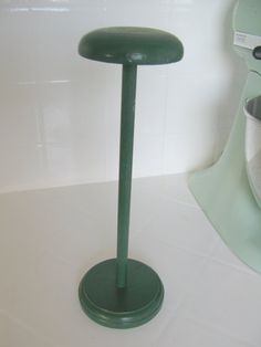 hat stand Craft Show Displays, Display Ideas, Hat Racks, Hat Stands, Booth Ideas, Vintage Wood, Business Ideas, Hangers, Bar Stools