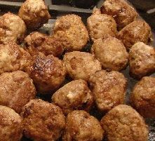 Baked Meatballs Ideal Protein Recipes Baked Meatballs Ingredients 1 pound lean ground beef 2 tsp dry minced onion ? tsp garlic powder 1-2 eggs ? tsp sea salt ? tsp pepper Other seasonings to taste Directions Mix all ingredients together in a large bowl. mix should not be too wet. start with 1 egg if too dry add the second. shape meat into golf size balls. place on baking sheet with sides bake at 375? for 15-20 minutes until meatballs are cooked through.