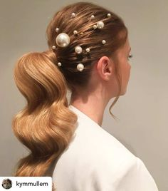 Embellished hair is a hot summer trend this year! Are you ready for a trendy new hairstyle this summer? Want to know what the latest new looks are for Look hotter than ever this year with the ultimate list of summer hair trends for Side Bun Hairstyles, Summer Hairstyles, Wedding Hairstyles, Party Hairstyle, Updos Hairstyle, Holiday Hairstyles, Short Hairstyle, Hairstyle Ideas, Hair Ideas