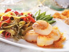 For a light & healthy seafood dish, try scallops with lemon & maple dressing. Tender scallops sing in a citrus sauce with white wine & pure maple syrup. Fish Recipes, Seafood Recipes, Appetizer Recipes, Cooking Recipes, Healthy Recipes, Seafood Dishes, Fish And Seafood, Maple Syrup Recipes, Ricardo Recipe