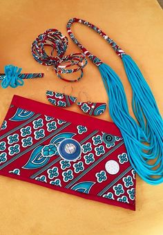 Diy African Jewelry, African Crafts, African Accessories, African Necklace, Fashion Accessories, African Print Dresses, African Print Fashion, Fabric Jewelry, Beaded Jewelry