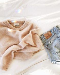 Cozy nude jumper + vintage Levi's jeans
