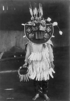 © EDWARD CURTIS - Cowichan Masked Dancer, 1912