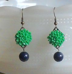 Kelly Green/Navy Wedding Jewelry    Kelly Green Flower Earrings by AdornmentsbyWendi on Etsy, $12.00 Notre Dame colors!!! squeee!!