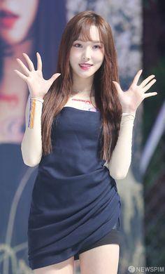 Pretty Asian, Beautiful Asian Women, Kpop Girl Groups, Kpop Girls, Gfriend Yuju, Fairy Queen, G Friend, Asian Woman, Korean Girl