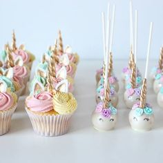 unicorn cupcakes & unicorn cakepops via (Cake Pops) Unicorn Birthday Parties, Girl Birthday, Birthday Ideas, Cake Birthday, Birthday Table, Unicorn Foods, Cute Cakes, Eat Cake, Cupcake Cakes