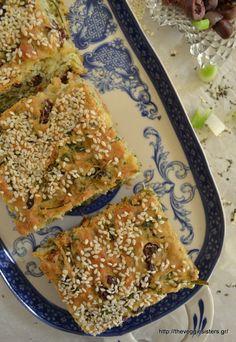 Ελιόπιτα - The Veggie Sisters Savoury Dishes, Savoury Cake, Greek Recipes, Vegan Recipes, Greek Dinners, Dutch Oven Bread, Olive Bread, Greek Cooking, Pie Dish