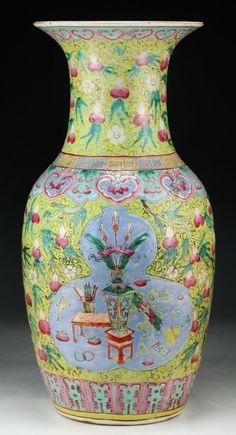 "A Massive Chinese Antique Famille Rose Porcelain Vase of Qing Dynasty; Size: H: 17-1/4"""